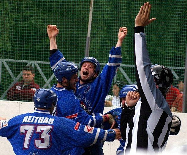 Hokejbalisté KEB Kladno si na případnou radost ještě musí počkat.