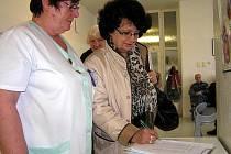 Petici za zachování kardiostimulačního centra v kladenské nemocnici podepíše téměř každý pacient, který sem přijde na vyšetření, zákrok nebo kontrolu.