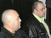 Pavel Dezider Mezei (vlevo) dostal podmíněný trest za tři skutky. Co se týče podezření z vybírání výpalného, byl on i jeho bratr Ivan Wait obžaloby zproštěn.