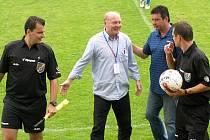 SK Kladno - Plzeň B 5:2, rozhodčí byli po utkání dobře naladěni stejně jako kladenská ředitel a kouč Eduard Novák. A nečekaně i vedoucí týmu hostů Jiří Schuster.
