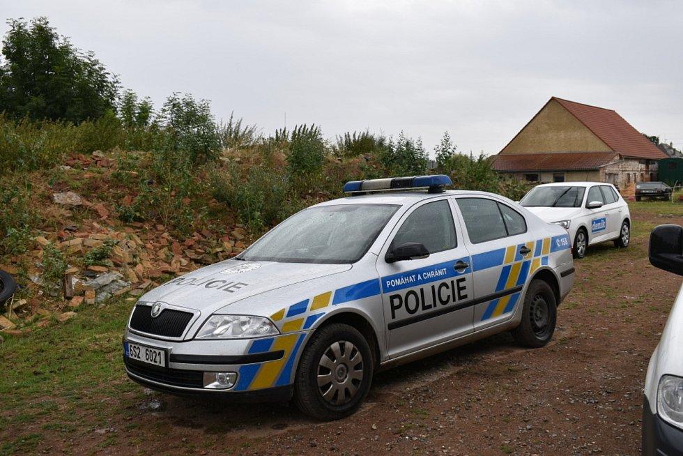 Policie u stájí Dity Kunové v Žilině.