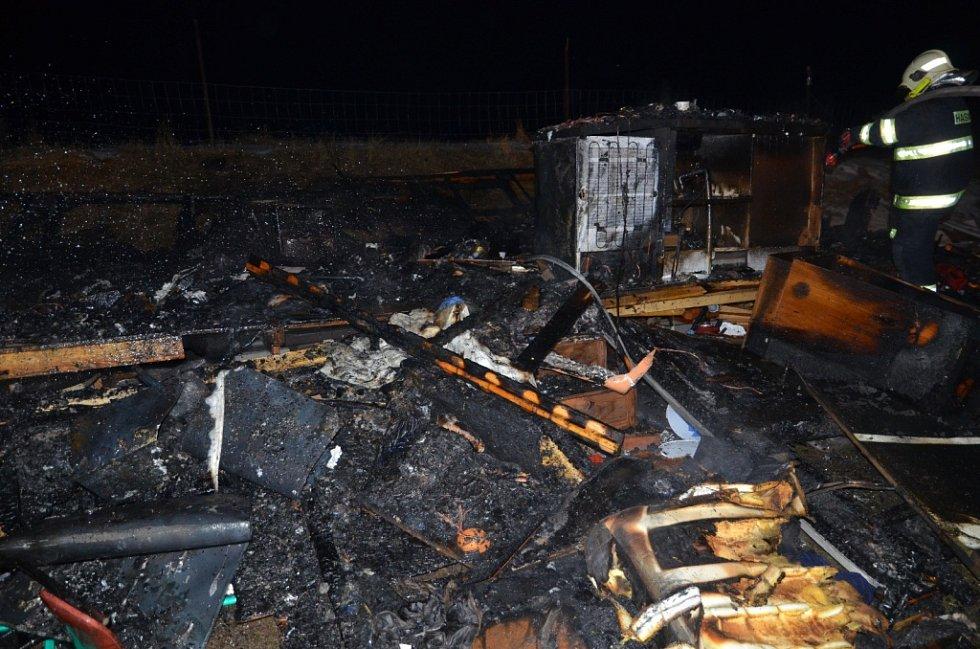 Likvidace požáru mobilheimu v Bakově