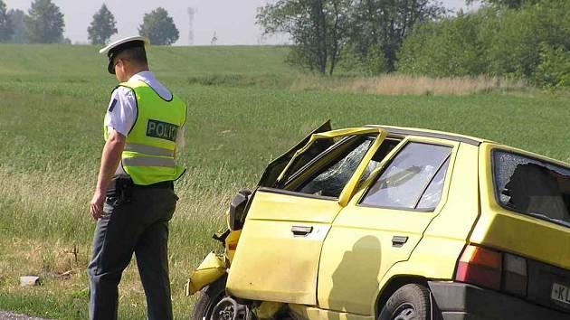 JE JICH MÁLO.  Nedostatek dopravních policistů na silnicích označuje řada laiků i odborníků jako jeden z hlavních faktorů nárůstu vážných dopravních nehod.