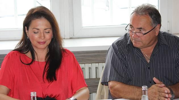 Kvapil složil prezidentskou kandidaturu a podpořil Bobošíkovou.