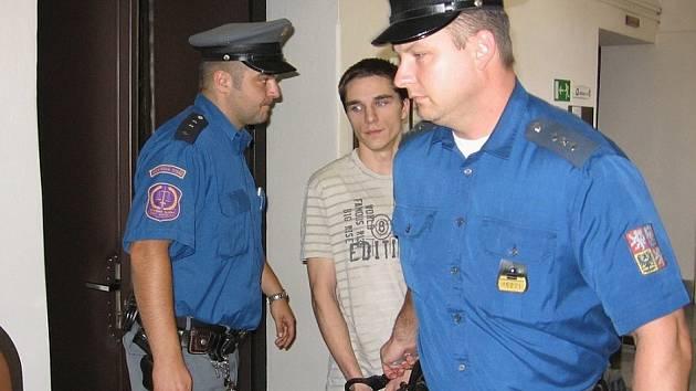 Pavlovi Nečasovi omluvy nepomohly, soud ho poslal na 18 měsíců do věznice s dozorem. Mladík trest přijal, práva na odvolání se vzdal.