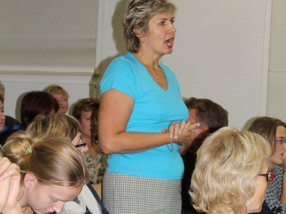 V diskusi vystoupila i matka jednoho z iniciátorů petice Eva Kopecká