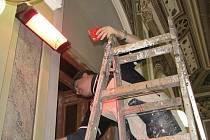 Rekonstrukce původního obložení dveří slánské obřadní síně