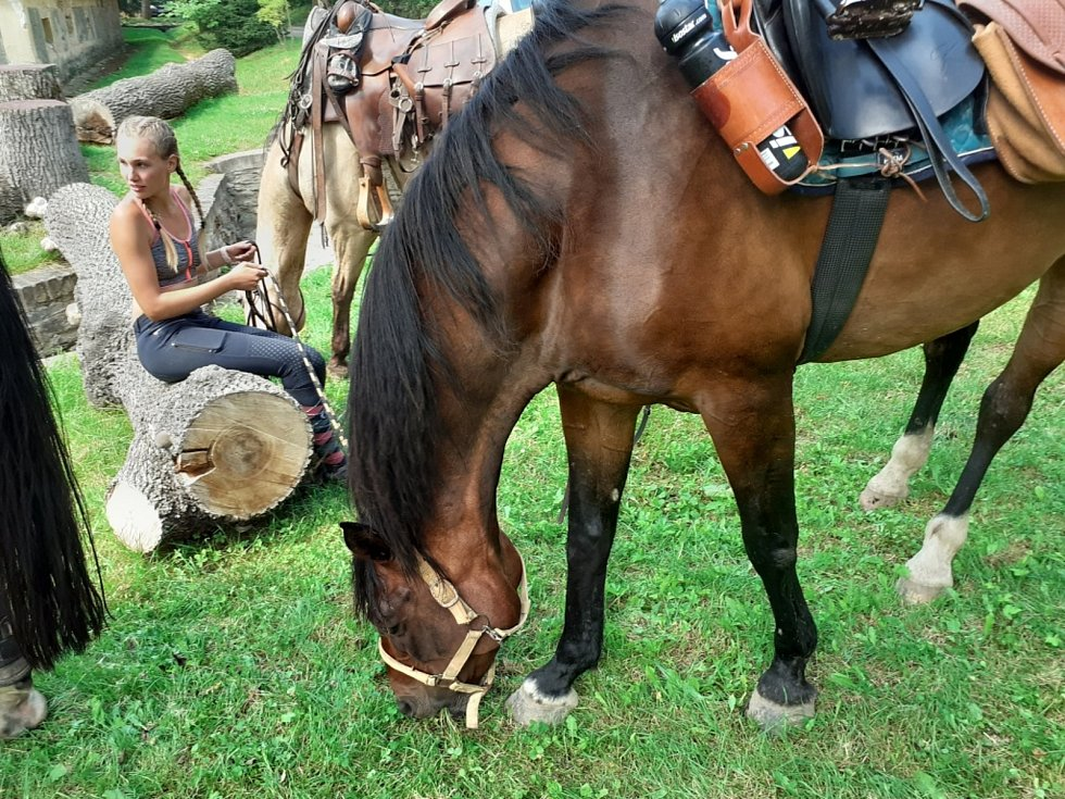 Na Velkou koňskou třídenní výpravu se vydala letos poprvé pětice kamarádek z Kladna a Chyňavy.