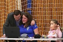 Bojovné Benátky favorita potrápily, Kladno ale v euforii vítězí 3:1. Technický problém řešil vedoucí s dcerou Milana Fortuníka u stolku.