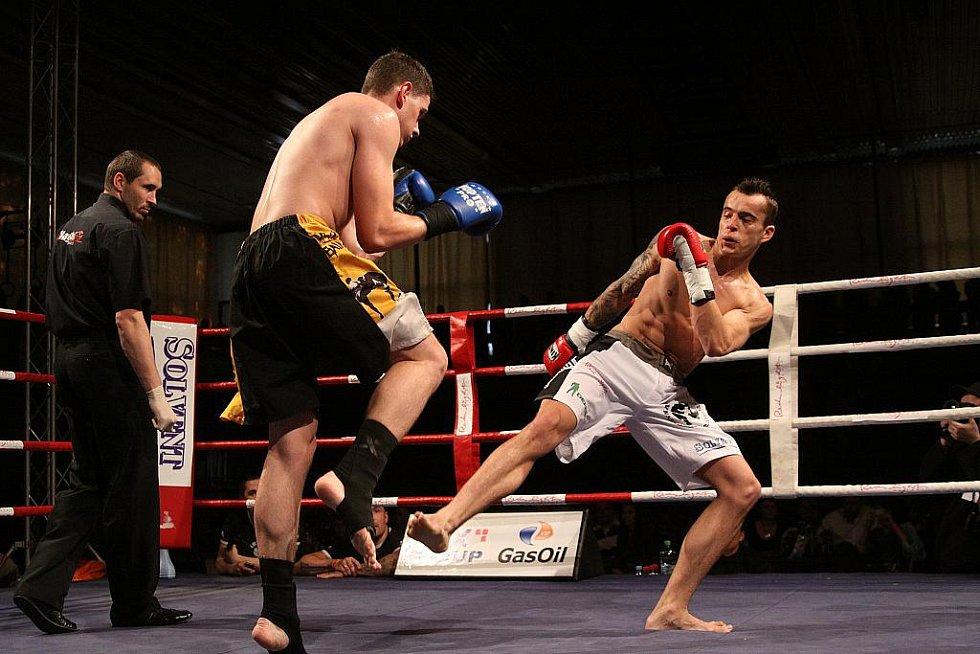 Noc válečníků 2. Na Kladně jste mohli vidět thai-boxerskou galashow.