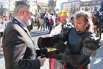 Předání darů primátorovi města Kladna a převzetí klíče od města