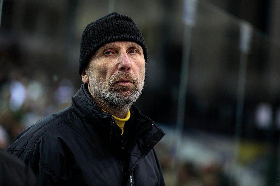 České Budějovice porazily Kladno (v modrém) na jeho ledě a snížily stav série na 1:3. Miloslav Hořava