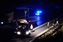 Nehoda se stala u Slaného na výjezdu silnice I/7 nedaleko Tuřan.