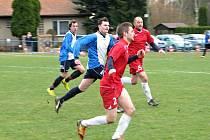 Doksy porazily Zlonice (v modrobílém) 5:0, čtyři góly ale daly z penalt.