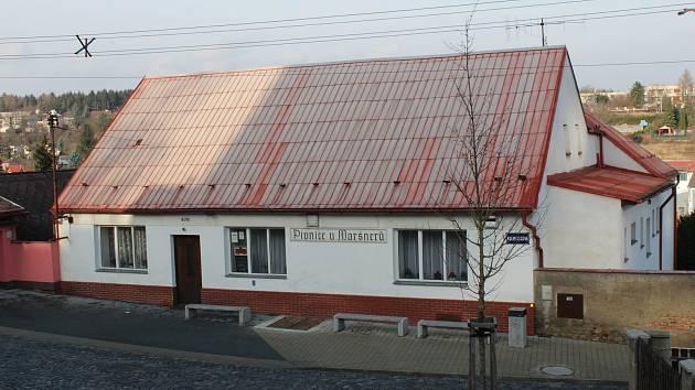 Restaurace U Maršnerů v Podprůhonu neřeknou místní jinak, než  U Kulatý báby.