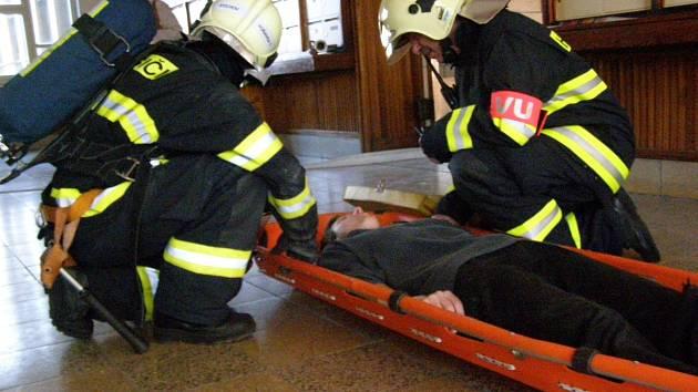 Cvičení se konalo v předposledním rozdělovském věžáku.