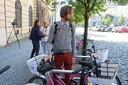 Ve čtvrtek 17. srpna byl v Kladně zahájen zkušební tříměsíční provoz sdílených kol.