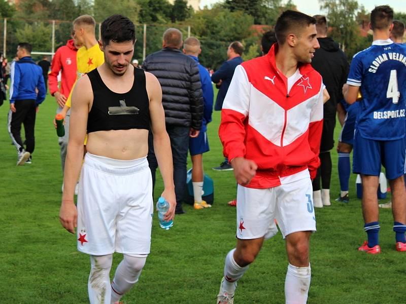 Fotbalová bomba tikala ve Velvarech, domácí ji ale neodpálili úplně a Slavia zápas o postup do osmifinále MOL Cupu zachránila. Vyhrála 4:2. Plavšič a Lingr