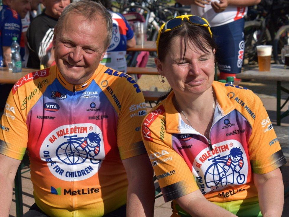 Šestá etapa charitativní akce Na kole dětem vyvrcholila v Zichovci.