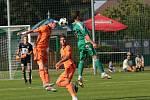 Fotbalisté Mladé Boleslavi (v oranžovém) porazili jedinou brankou třetiligový Sokol Hostouň, a v Mol cupu si tak zajistili postup do třetího kola.