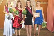 Slečny soutěžící o titul Dívka roku se musely k úspěchu snažit.