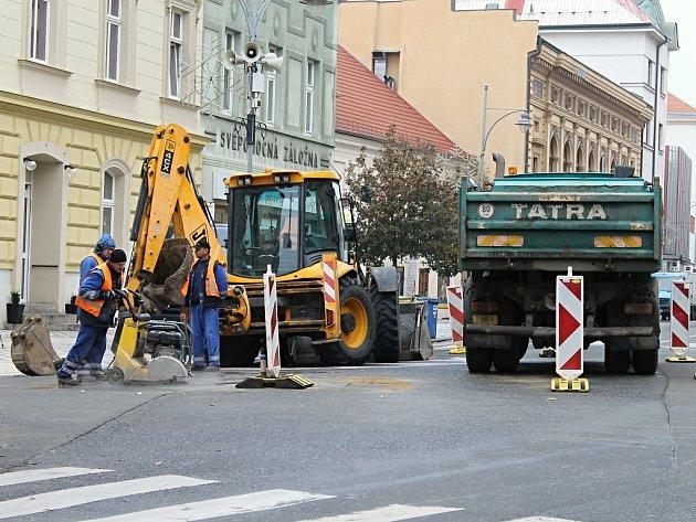 Opravy havárie potrubí ve Slaném