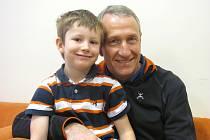 PETR ZÁPOTOCKÝ se svým statečným pětiletým synem Tobiášem.