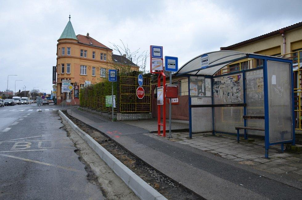 Zastávka v Pražské ulici ve Slaném.