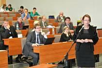 Na jednání zastupitelů vystoupila zástupkyně obyvatel z okolí Bajkalu - Kateřina Melichová.