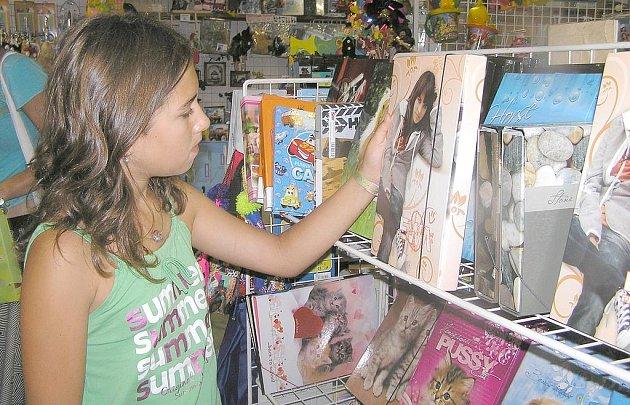 Žáci mají na výběr z několika desítek barev, provedení i motivů.