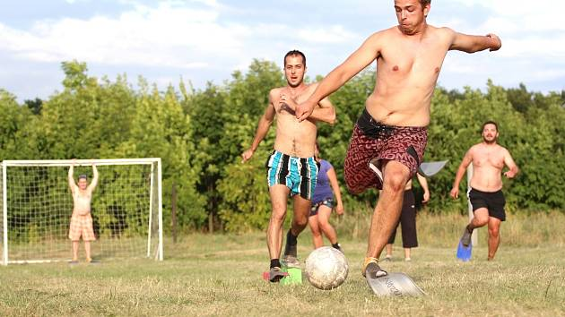 Turnaj v Ploutvofotbale se konal v Pístech u Nymburka.
