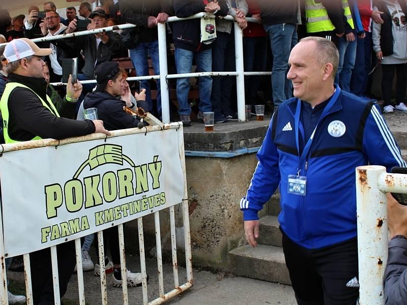 Fotbalová bomba tikala ve Velvarech, domácí ji ale neodpálili úplně a Slavia zápas o postup do osmifinále MOL Cupu zachránila. Vyhrála 4:2. Trenér Pavel Janeček