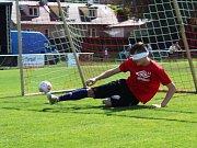 90. let fotbalu v AFK Tuchlovice. Na slepou bábu si zahrál gólman Pospíšil.