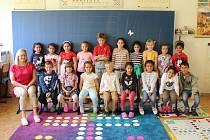 První třída spolu s učitelkou Sylvou Eitlerovou.