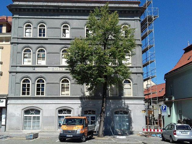 Oprava fasády Městského úřadu ve Slaném míří do finále.