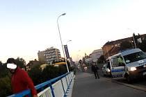 MUŽ chtěl ukončit svůj život skokem ze Sítenského mostu.