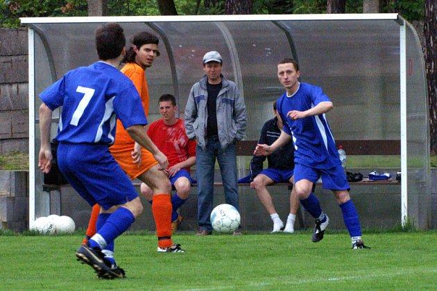 Kdyby se hrálo na malé, tak v bráně Slovanu byl jeho trenér Tomáš Černý.