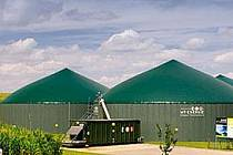 TAKTO podobně by mohla vypadat bioplynová stanice ve Vítově, která by měla stát v sadech ovocnáře Karla Dryáka ml. Podle investora bude stavba zapuštěna dle potřeby ještě více do země. Zelená barva objektu je samozřejmostí