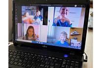 Žáci ZŠ v kladenské Jiráskově ulici jsou spolu v kontaktu pomocí internetu.