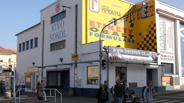 Úbytek diváků znamenal před prázdninymi konec kladenského kina Sokol. O dalším využití objektu není zatím definitivně rozhodnuto.