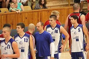 Jan Matulka (vpravo v bílém)
