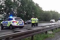 Nehoda dvou vozidel uzavřela pruh dálnice D7 ve směru na Slaný.