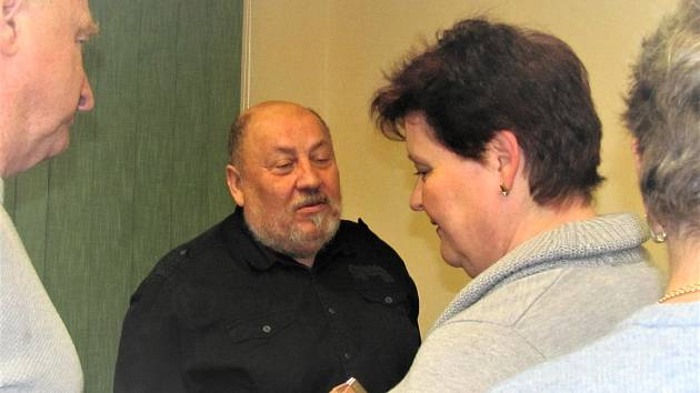 Arnošt Vašíček zasvětil návštěvníky besedy ve Slaném do světa záhad.