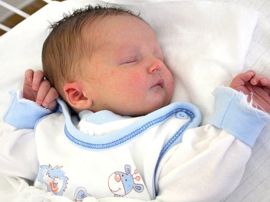 Tomáš Böhm, Stochov. Narodil se 28. května 2013. Váha 3,6 kg, míra 50 cm. Rodiče jsou Kristýna Veverková a Jiří Bohm (porodnice Kladno).