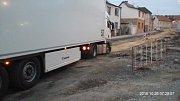 Ze zastávky po nárazu kamionu zbylo jen torzo.