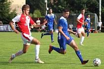 Generálka před startem ČFL: Velvary (v modrém) - Slavia Praha B 2:2.