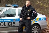 Policista Michal Kasl ve svém volnu zachránil ženě z havarovaného vozidla život, a to díky své odhodlanosti a statečnému chování.