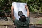 Druhý ročník soutěže střelby z pistole ve Zvoleněvsi na počest válečného veterána Ludvíka Darovce.