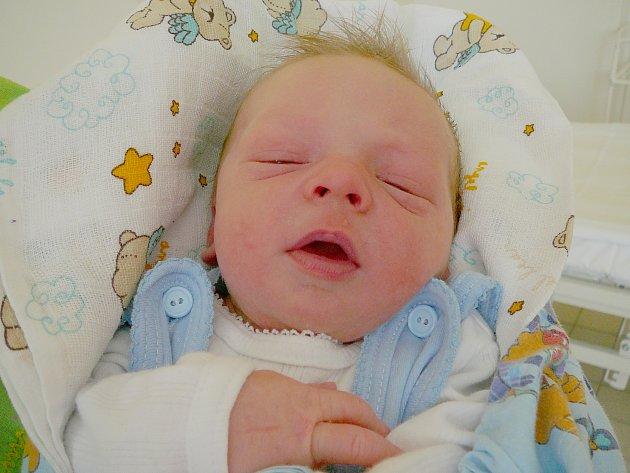 Adam Bulna, Mělník. Narodil se 5. června 2012, váha 3,31 kg, míra 48 cm. Rodiče Radek Bulna a Veronika Nováková. (porodnice Kladno)