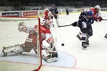 Kladno - Slavia, důležitý moment ve druhé části. Machače vychytal v sólu Hylák, na druhé straně pak vyrovnal na 2:2 Čermák